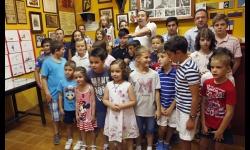 Niños participantes en el concurso de pintura de la peña taurina