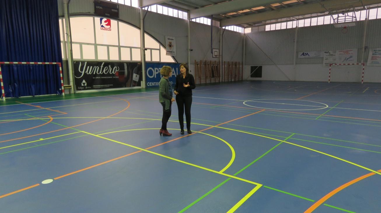Isabel Díaz-Benito y Beatriz Labián, visitan las mejoras realizadas en el Pabellón Nuevo Manzanares