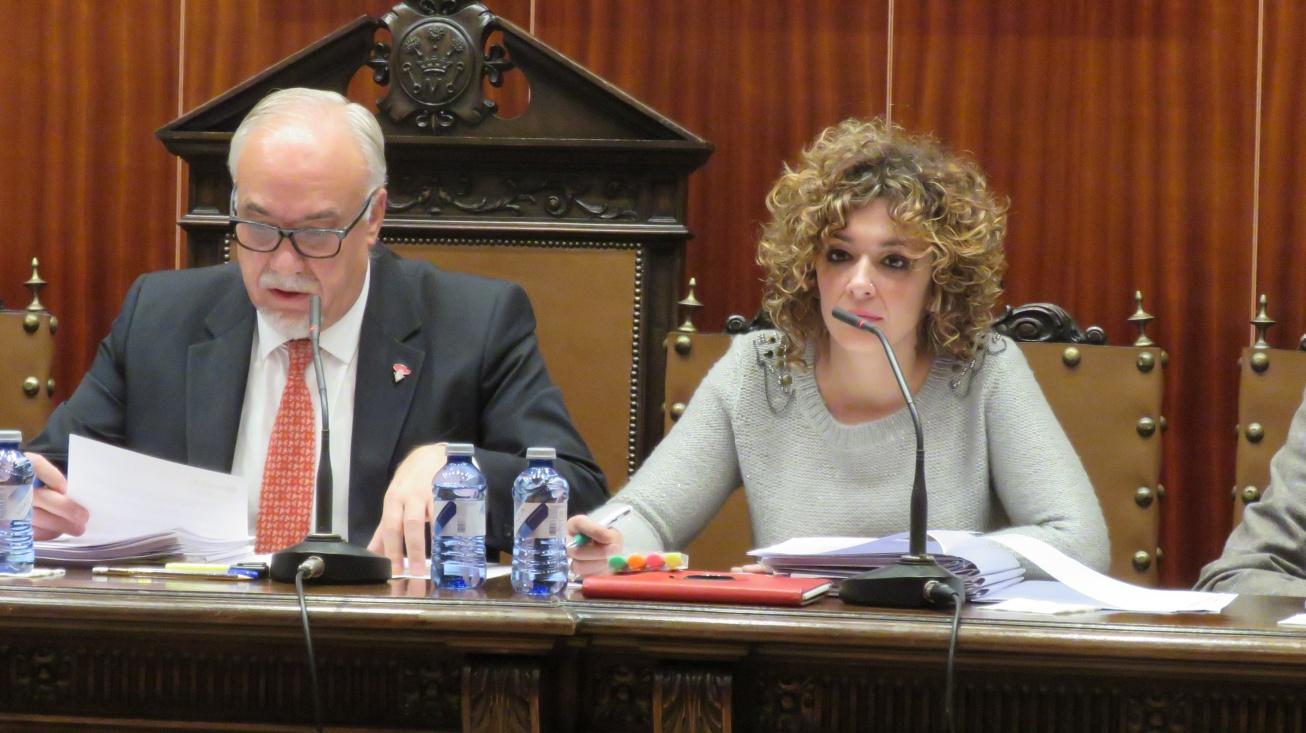 Beatriz Labián y Julian Nieva, en el pleno del mes de noviembre 2016