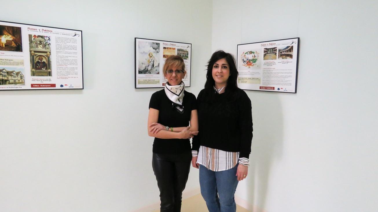 """Silvia Cebrián, concejala de cultura y Gemma de la Fuente, concejala de turismo en la exposición itinerante """"Romeo y Dulcinea"""""""