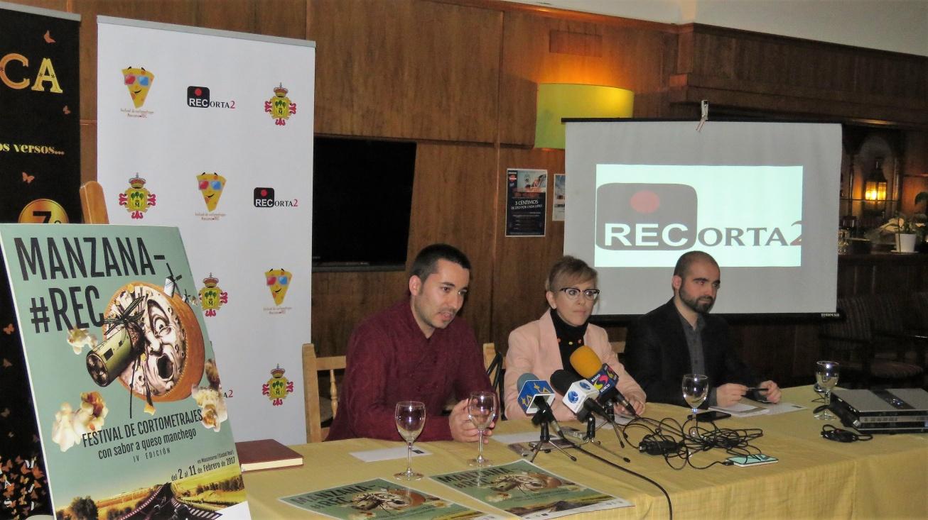 Presentación Cartel IV ManzanaRec. (De izqda a dcha.) JP Araque, Silvia Cebrián y Carlos Sánchez