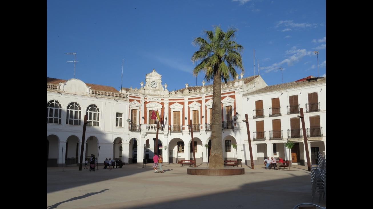 Plaza de la Constitución con la Casa Consistorial al fondo
