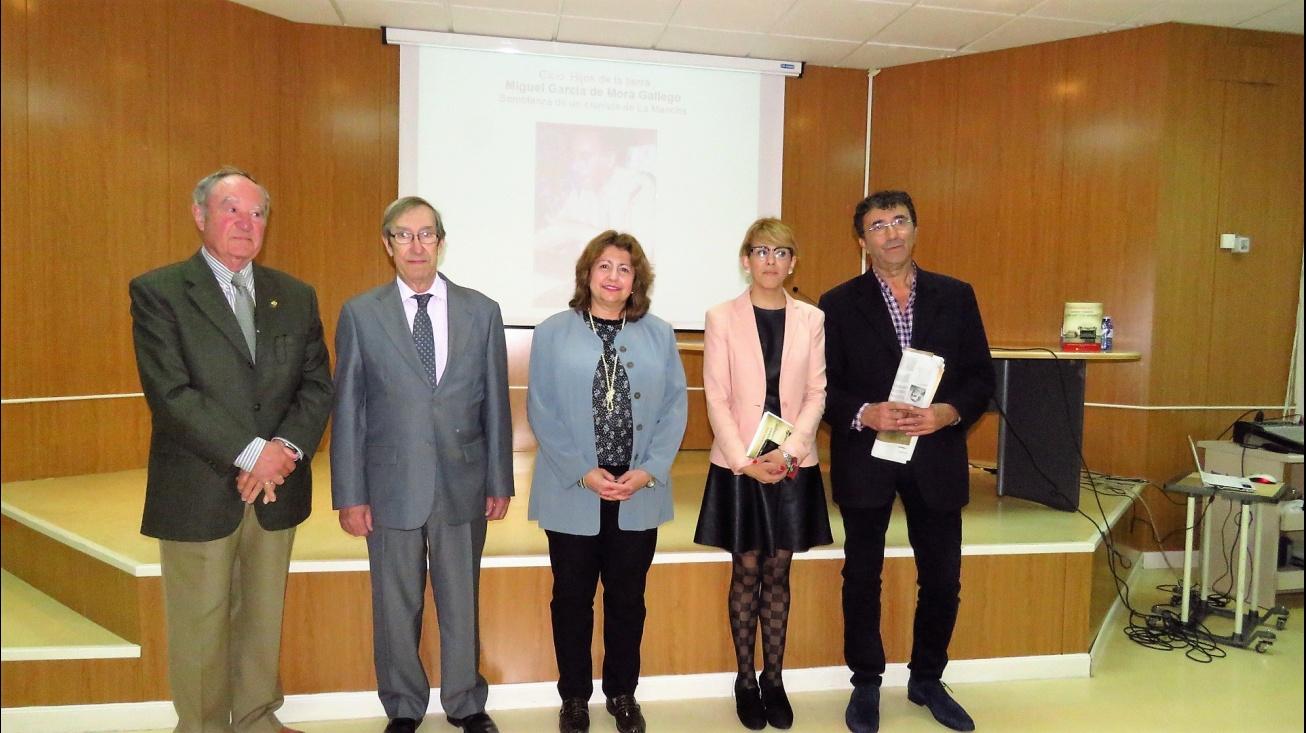 Participantes en el acto dedicado a García de Mora