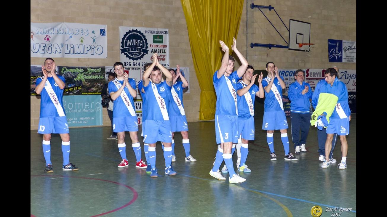 El equipo saluda a la afición. Foto de archivo (José A. Romero)