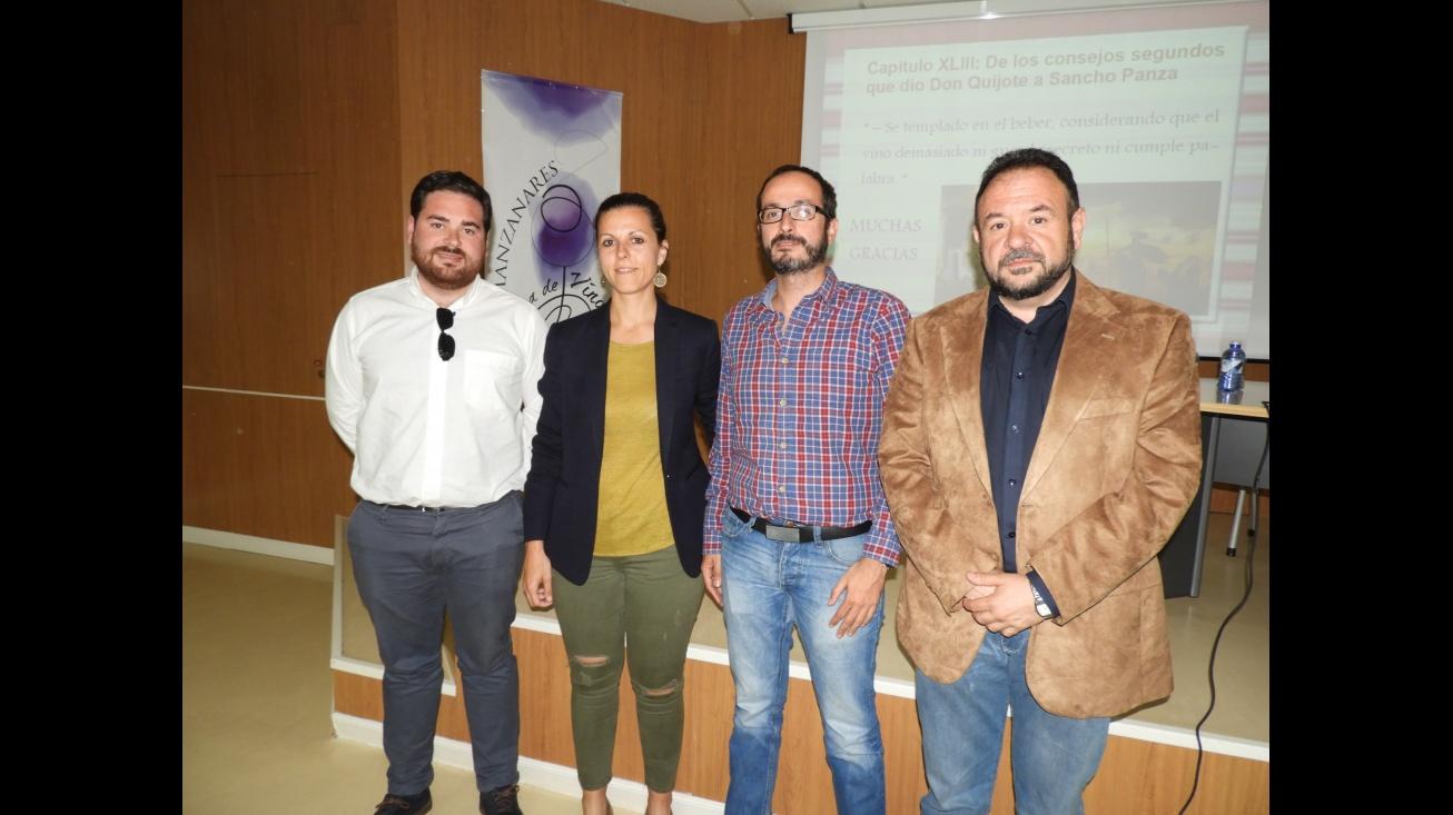 Pablo Camacho (izda.), Juan López de Pablo (dcha), junto a la nutricionista Maria del Mar Martínez y el Gerente del Hospital, Pablo Aguado