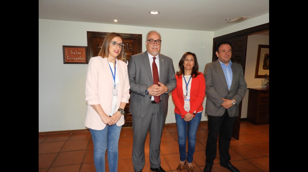 """El alcalde y concejal junto a la presidenta y vicepresidenta de la asociación """"Avanzando, Educación Especial"""""""