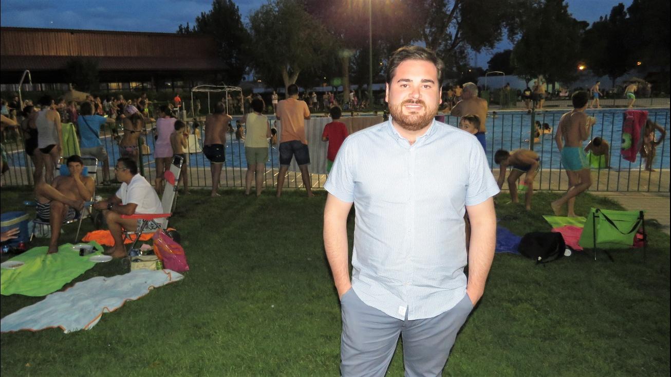 Pablo Camacho, concejal de Deportes, comprobó el éxito de la fiesta acuática