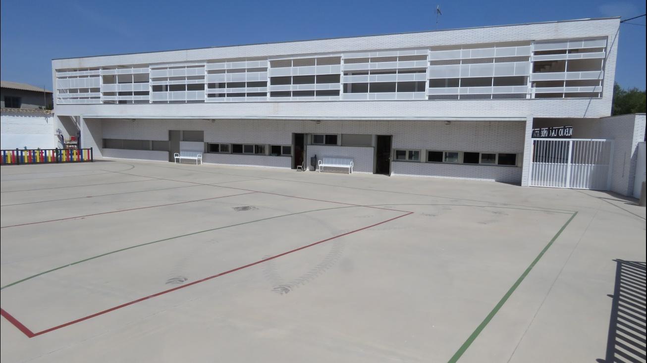 """Aulario y patio de educación infantil de """"La Candelaria"""""""
