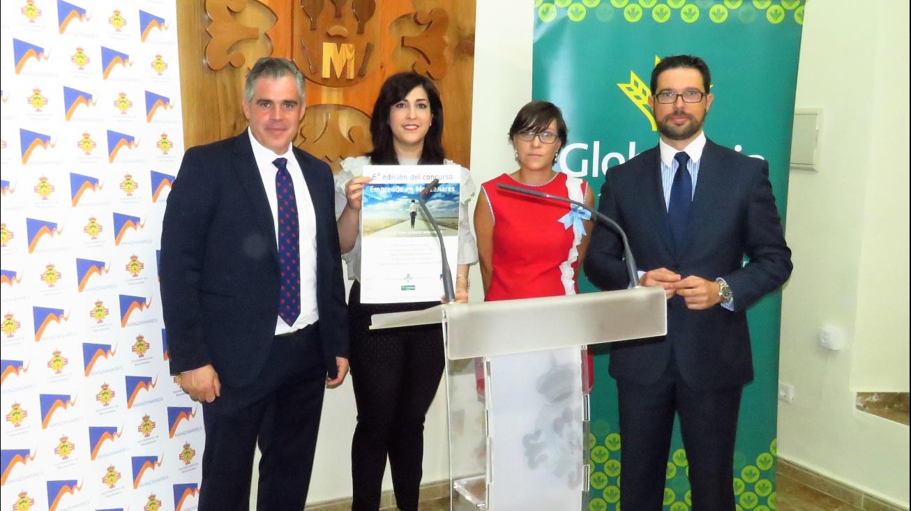 Representantes de Globalcaja con Gemma de la Fuente, concejala de Desarrollo Empresarial
