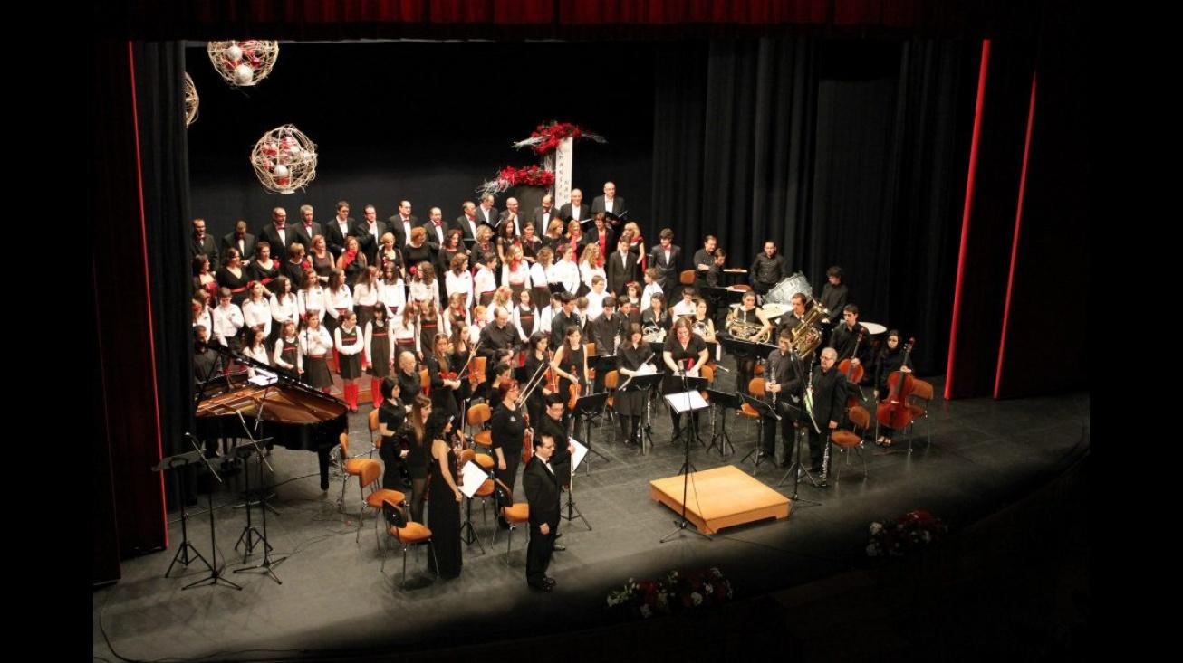 Imagen de archivo del coro en una actuación navideña