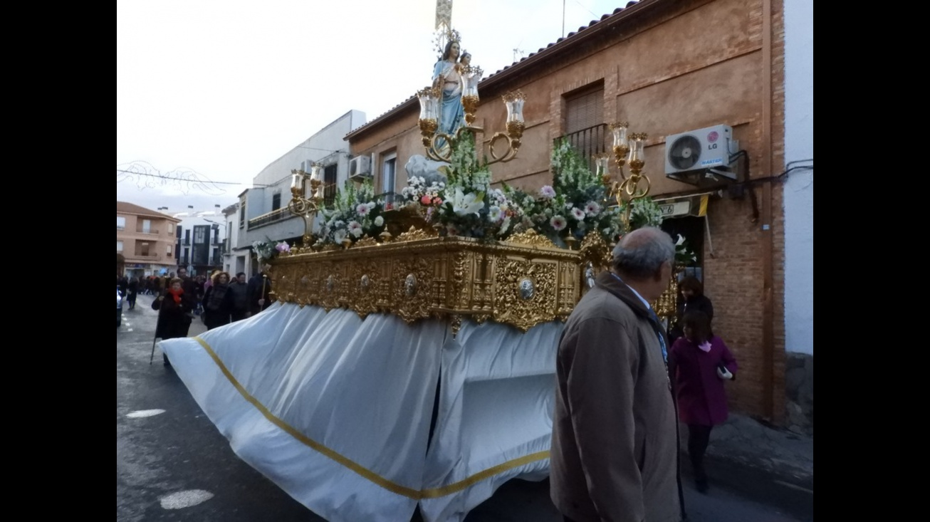 La Virgen de la Paz a la salida de la ermita