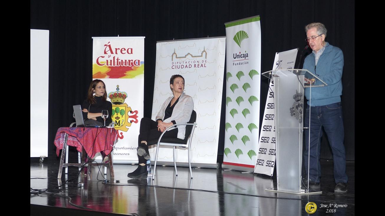 Presentación del acto a cargo del periodista Román Orozco