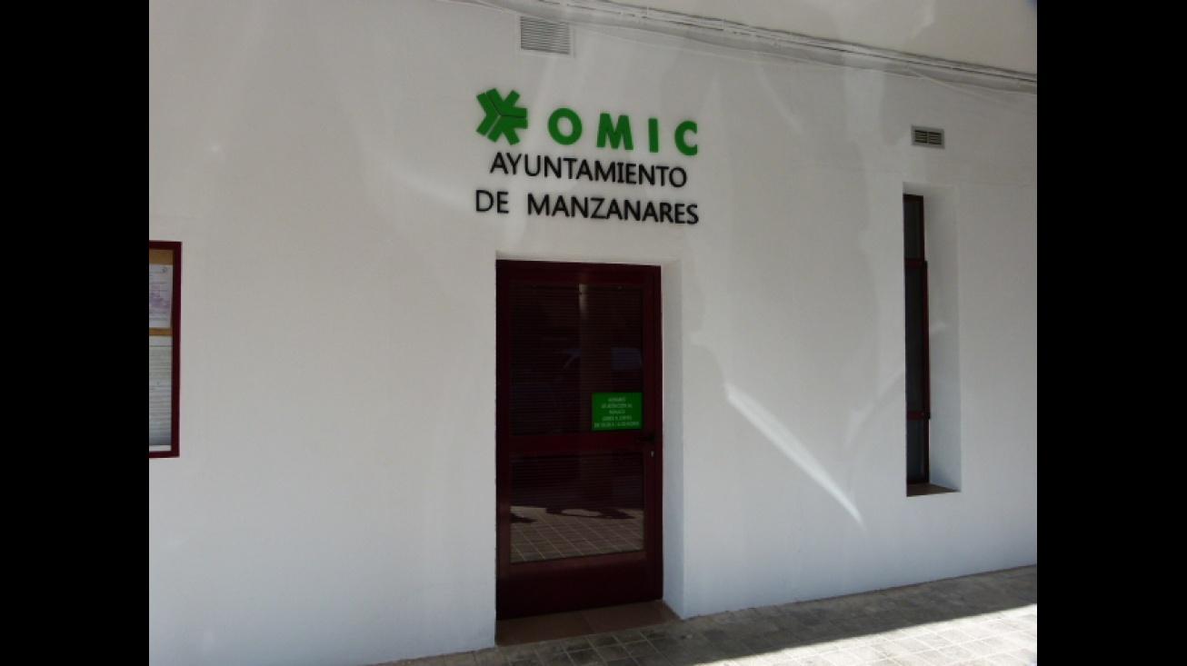 Entrada de la OMIC de Manzanares