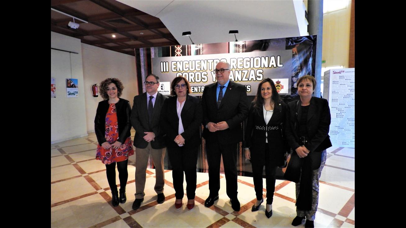 El Gran Teatro acoge el III Encuentro Regional de Coros y Danzas de Centros de Mayores