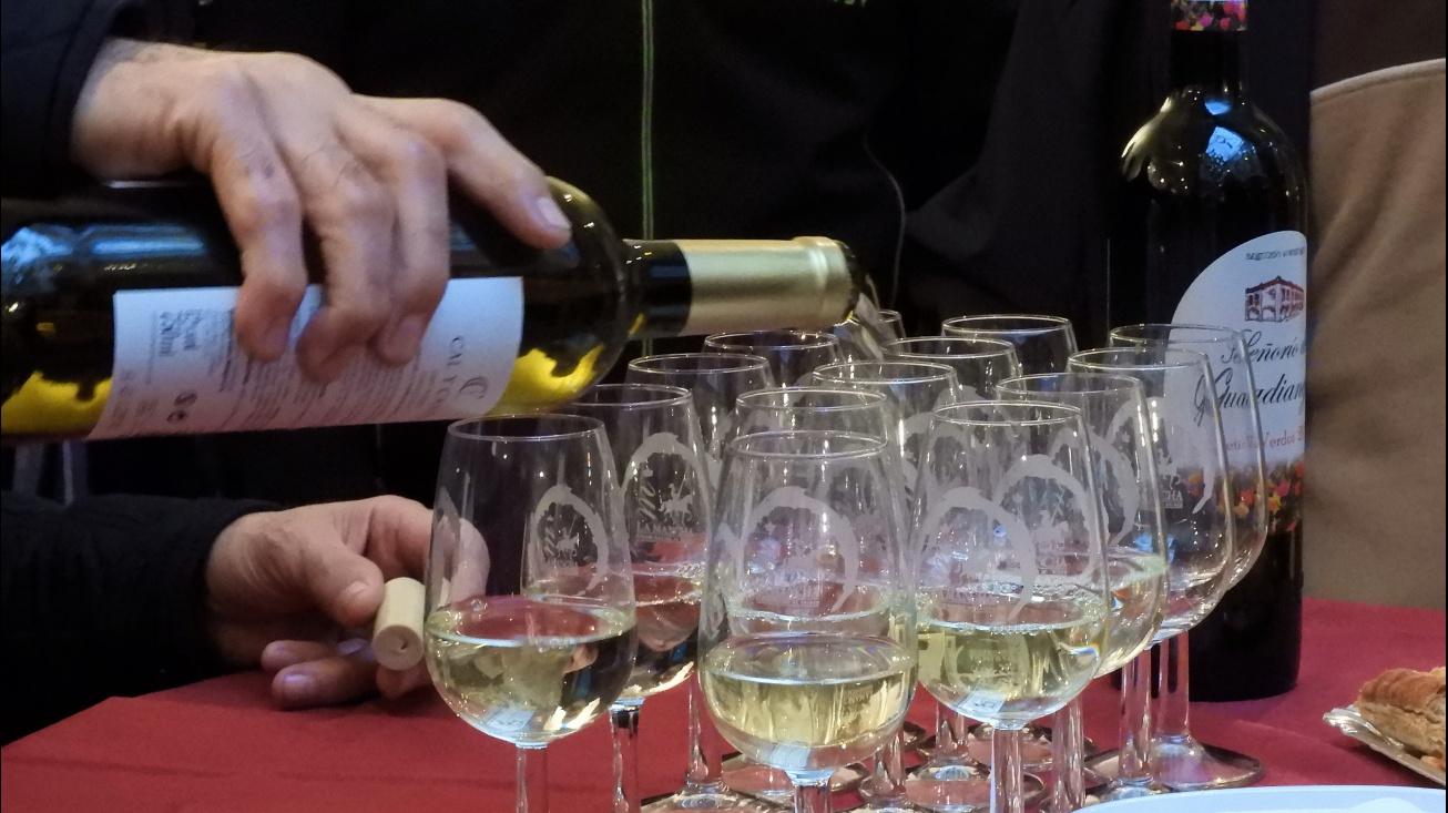Copas con vinos blancos de Manzanares