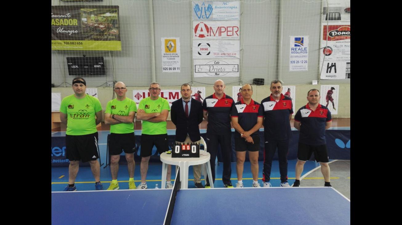 Los manzanareños (izquierda) jugaron la final ante Huntec Albacete