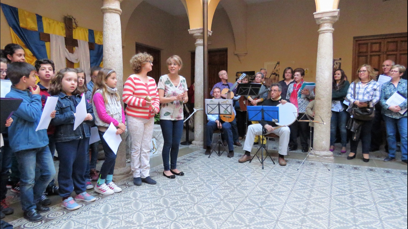 Inauguración de las rondas a las cruces de mayo a cargo de la concejala de Cutlura