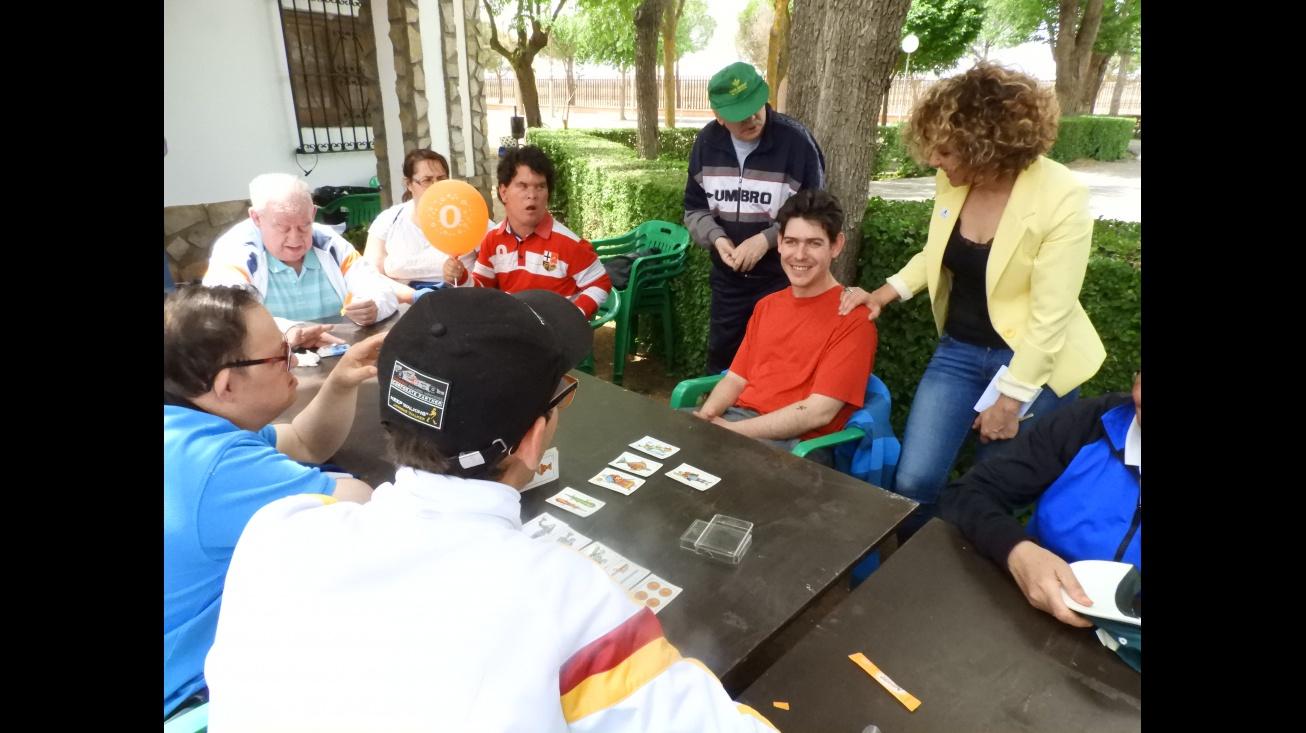 Beatriz Labián comparte la jornada de romería con los usuarios y usuarias del Centro Ocupacional