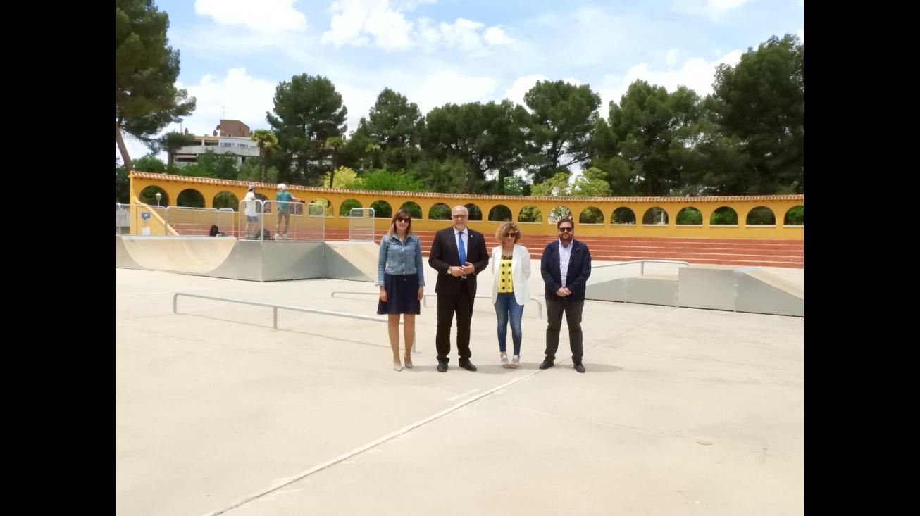 Representantes del Equipo de Gobierno visitan las instalaciones del skatepark