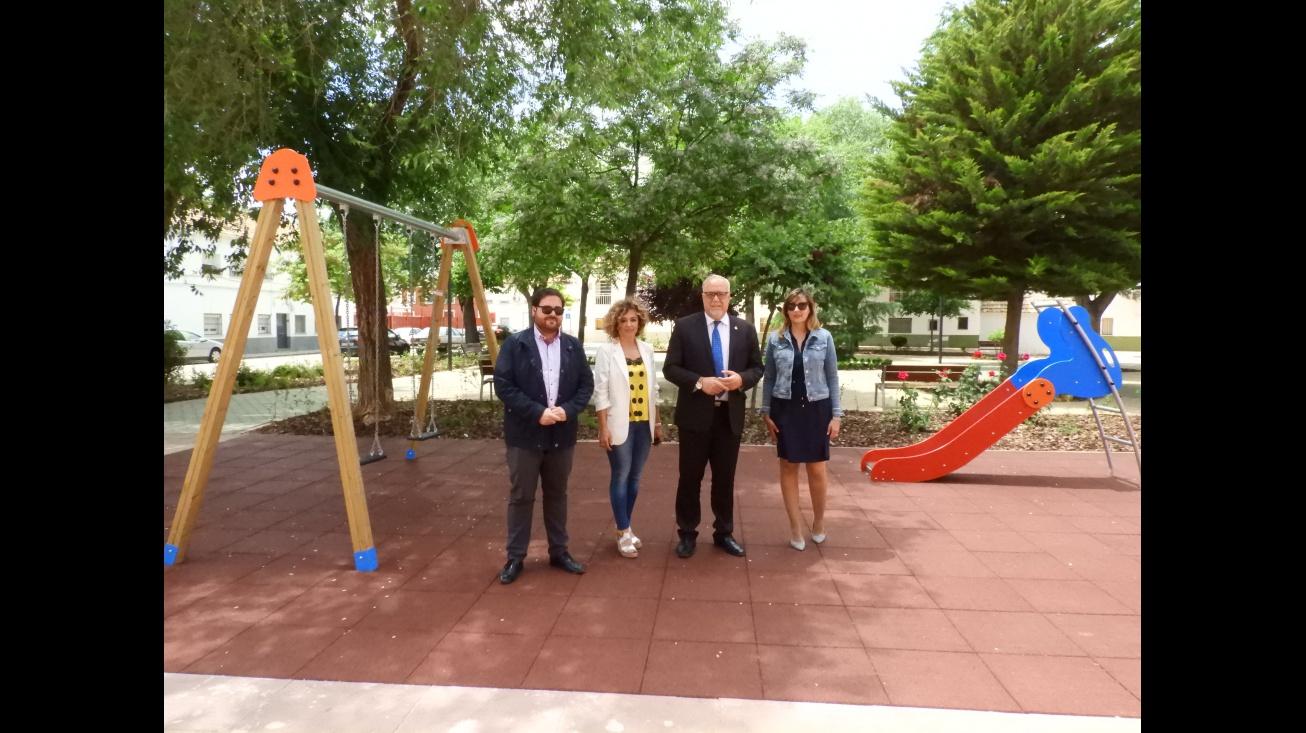 Representantes del Equipo de Gobierno visitan la obra en la plaza de Don Quijote