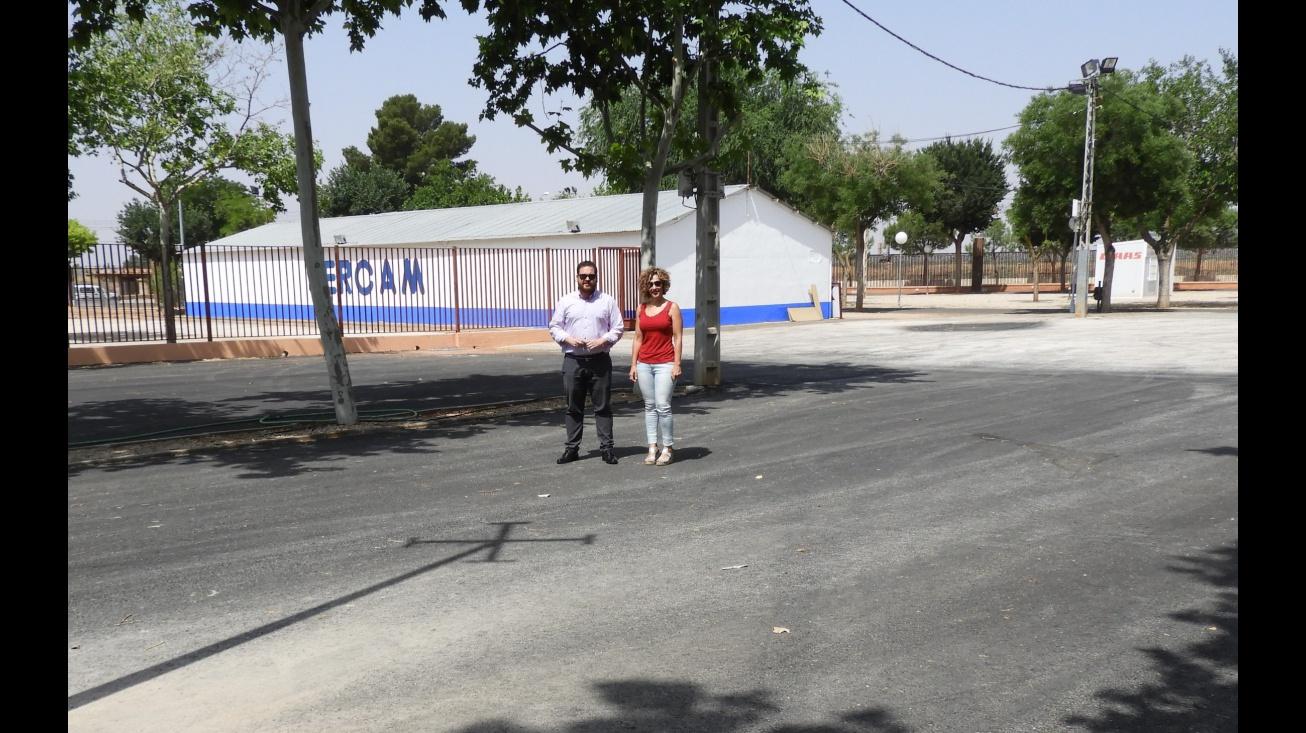 Beatriz Labián y Pablo Camacho comprueban el estado del recinto y las mejoras realizadas para la 58 edición de Fercam