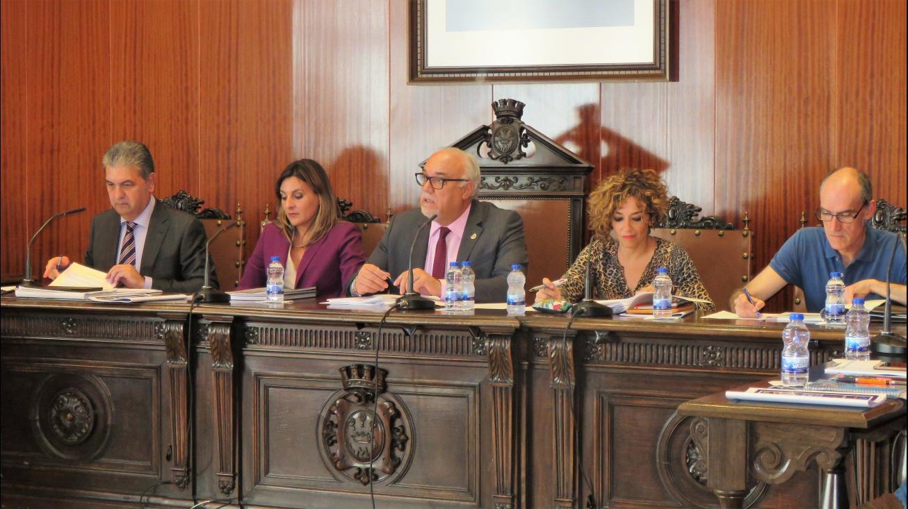 El alcalde calificó la ampliación del polígono como la mejor noticia de la década