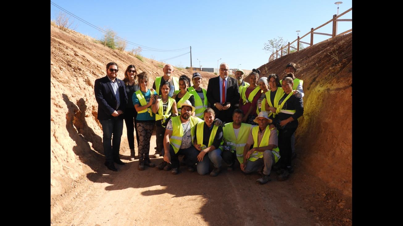 El alcalde y los concejales de Empleo y Obras junto al personal de este proyecto del plan de empleo