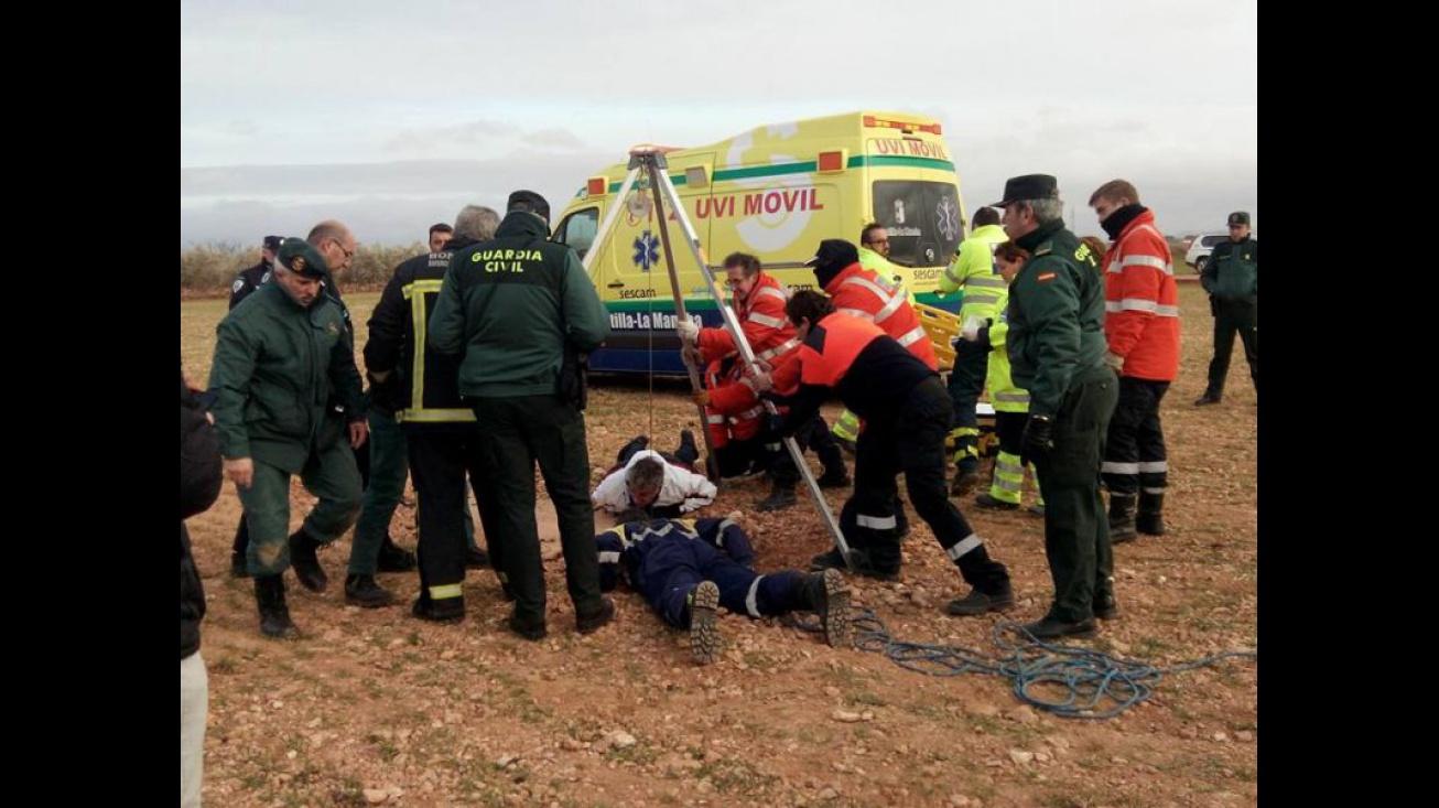 Imagen del rescate realizado en 2016 en un pozo de Manzanares