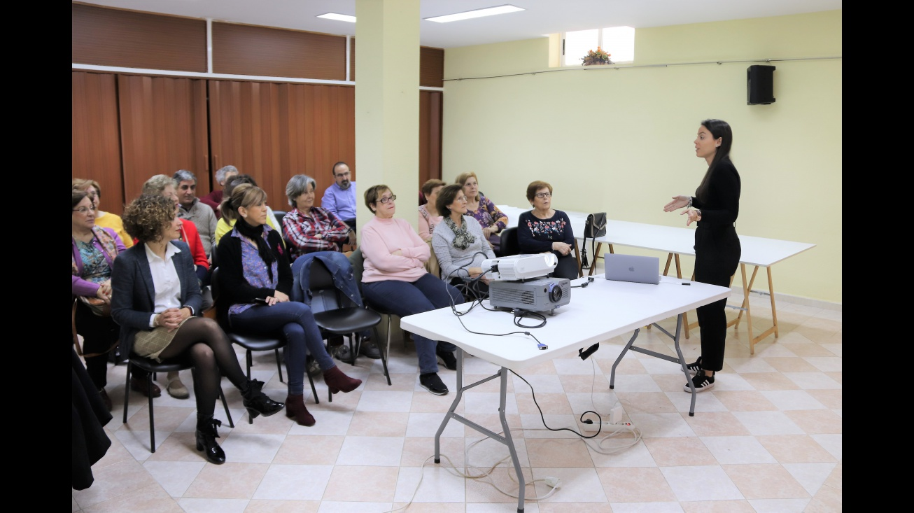 Herminia Espinosa durante la charla