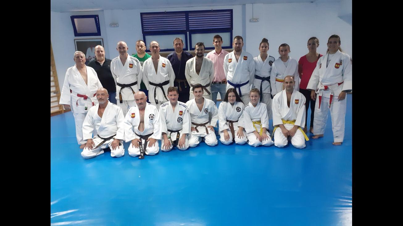 Manuel José Palacios junto a miembros del Club de Judo y de la Escuela de Defensa Personal