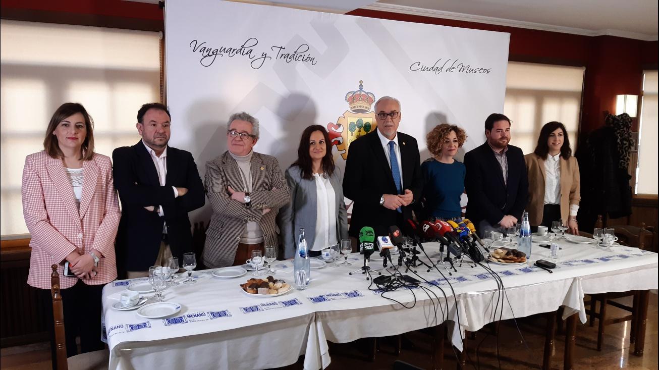 Miembros del equipo de gobierno junto a Julián Nieva
