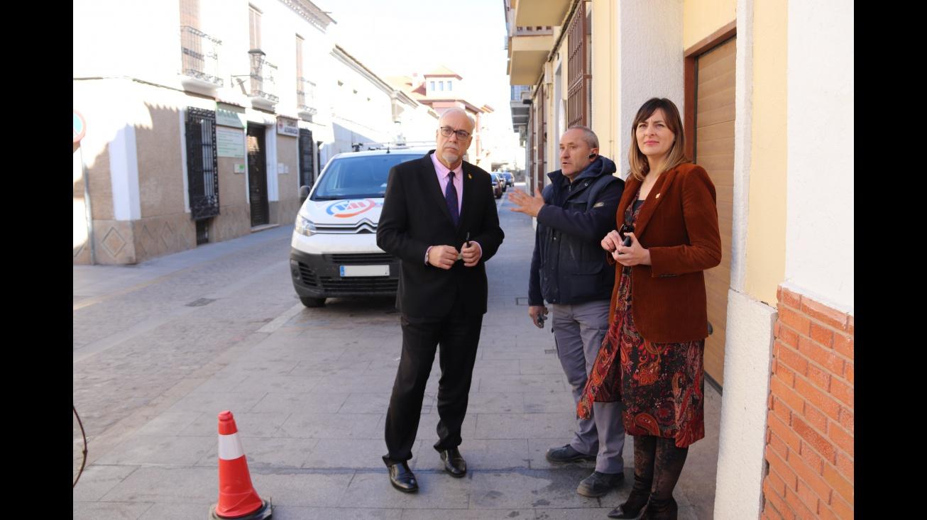 Nieva y Díaz-Benito comprobaron los trabajos de renovación de alumbrado en la calle Doctor Fleming