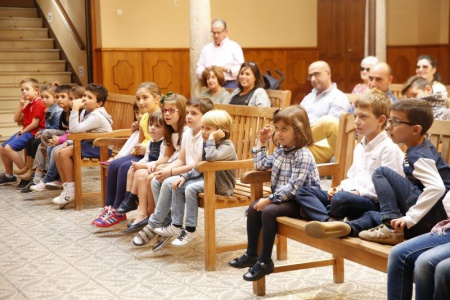 Imagen de archivo: menores disfrutan de un espectáculo de Lazarillo TCE
