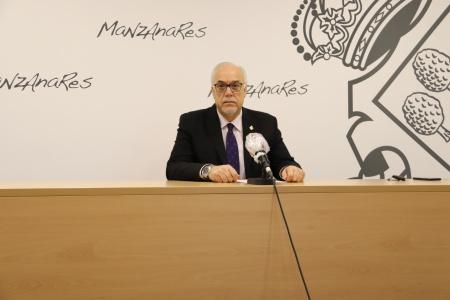 Julián Nieva ha leído la declaración institucional del Ayuntamiento de Manzanares