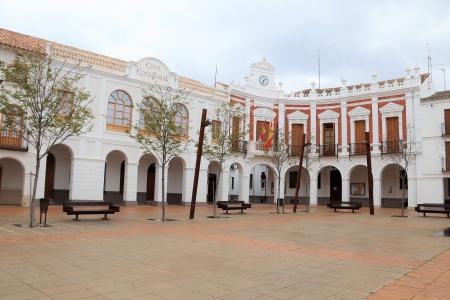 Exterior del Ayuntamiento de Manzanares este lunes 30 de marzo