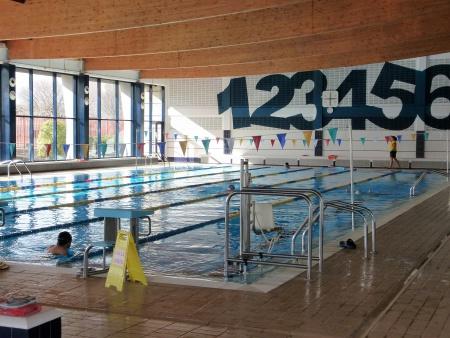 Imagen de archivo de la piscina cubierta