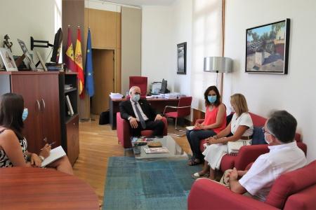 Reunión del alcalde con representantes de Cruz Roja Española