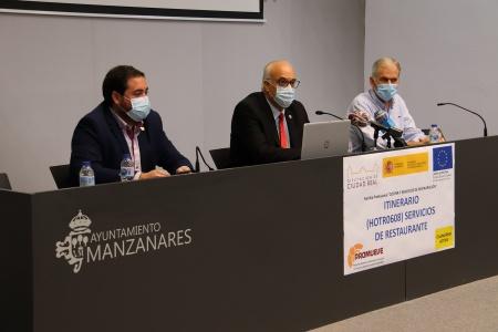 Inauguración de 'Promueve VI' en Manzanares