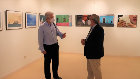 Fernández Arroyo y Sevilla en la reapertura de la exposición
