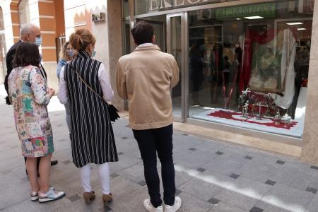 Exposición de Semana Santa en los escaparates de la calle Empedrada