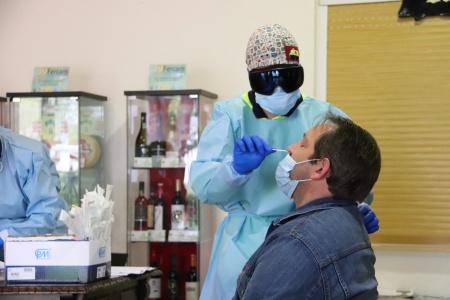Prueba PCR realizada a un vecino de Manzanares