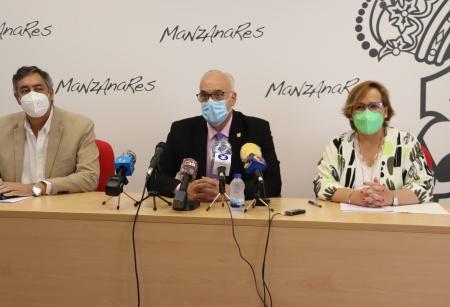 Rueda de prensa del alcalde junto a la delegada de la JCCM y al delegado de Educación