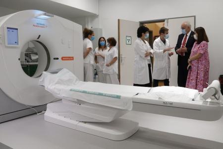 Visita de Julián Nieva y Regina Leal al nuevo TAC y sala de radiología general