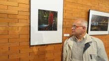 José Lara Cordobés con la obra ganadora del segundo premio nacional
