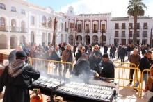 Más de mil personas disfrutan de la sardinada carnavalera