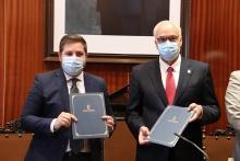 Hernando y Nieva firman el protocolo de ampliación del Sector 5