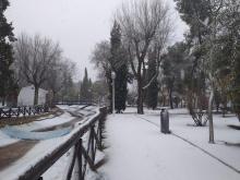 La nieve ha cuajado en zonas como el parque de Julián Gómez-Cambronero