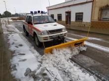 Protección Civil ha retirado nieve de las calles y ha esparcido sal