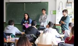 Manuel José Palacios presenta el Carné VIP a los estudiantes