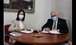 María Criado y Julián Nieva en la firma del convenio